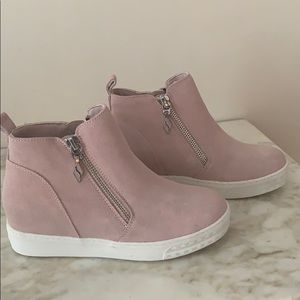 Wedge boots by Skechers